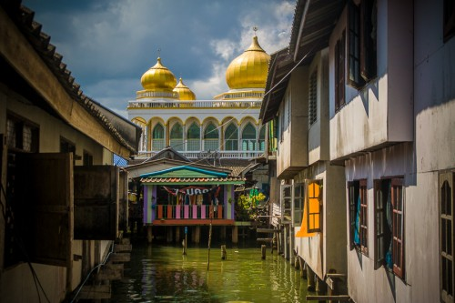 koh panyi's grand mosque, this is built on land.